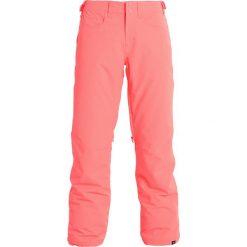 Roxy BACKYARD Spodnie narciarskie neon grapefruit. Spodnie snowboardowe damskie Roxy, z materiału, sportowe. W wyprzedaży za 494.10 zł.
