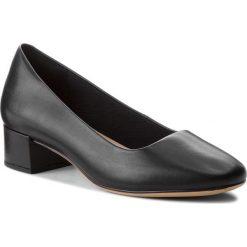 Półbuty CLARKS - Orabella Alice 261349614 Black Leather 030. Czarne półbuty damskie Clarks, z materiału. W wyprzedaży za 279.00 zł.