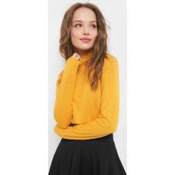 Koszulka basic z golfem. Żółte bluzki damskie Orsay, z dzianiny, z golfem. Za 39.99 zł.