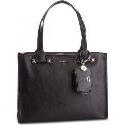 Torebka GUESS - HWUG68 61230 BLA. Czarne torebki do ręki damskie Guess, z aplikacjami, ze skóry ekologicznej. Za 649.00 zł.