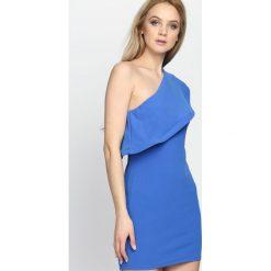 Ciemnoniebieska Sukienka Loves Me Like You Do. Niebieskie sukienki damskie Born2be, na lato. Za 64.99 zł.