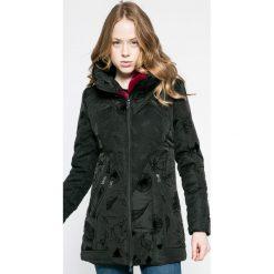 Desigual - Kurtka. Czarne kurtki damskie Desigual, z elastanu. W wyprzedaży za 499.90 zł.