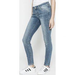 Mustang - Jeansy Jasmin. Niebieskie jeansy damskie Mustang. W wyprzedaży za 219.90 zł.