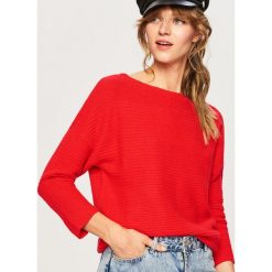 Sweter z prostym dekoltem - Czerwony. Czerwone swetry damskie Reserved. Za 59.99 zł.