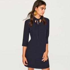 Sukienka z wiązaniem przy szyi - Granatowy. Niebieskie sukienki damskie Reserved. Za 89.99 zł.