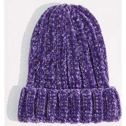 Szenilowa czapka z grubym splotem - Fioletowy. Fioletowe czapki i kapelusze damskie Mohito, ze splotem. Za 39.99 zł.
