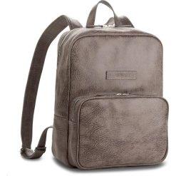 Plecak VERSO - 38866502A Szary. Szare plecaki damskie Verso, z nubiku. W wyprzedaży za 259.00 zł.