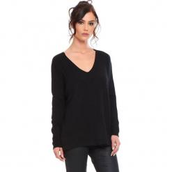 """Sweter """"Talia"""" w kolorze czarnym. Czarne swetry damskie Cosy Winter, ze splotem. W wyprzedaży za 181.95 zł."""