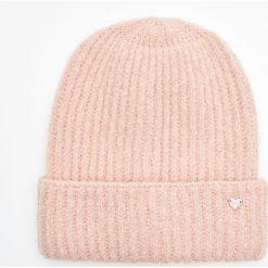 Ciepła czapka - Różowy. Czerwone czapki i kapelusze damskie Cropp. Za 34.99 zł.