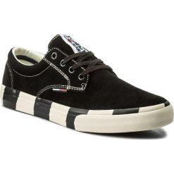 Tenisówki TOMMY JEANS - Suede Sneaker EM0EM00009  Black 990. Czarne trampki męskie Tommy Jeans, z gumy. W wyprzedaży za 269.00 zł.