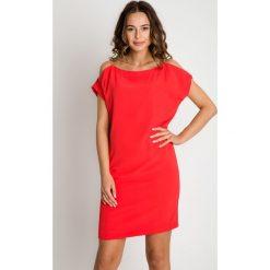 Sukienka z ramiączkami z łańcuszków BIALCON. Czerwone sukienki damskie BIALCON, z tkaniny. Za 295.00 zł.
