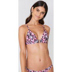 NA-KD Swimwear Góra od bikini z metalową sprzączką - Pink,Multicolor. Różowe bikini damskie NA-KD Swimwear. W wyprzedaży za 50.48 zł.
