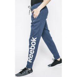 Reebok - Spodnie. Spodnie sportowe damskie marki Nike. W wyprzedaży za 139.90 zł.