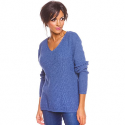 """Sweter """"Carmen"""" w kolorze niebieskim. Niebieskie swetry damskie So Cachemire, z kaszmiru, z kołnierzem typu carmen. W wyprzedaży za 173.95 zł."""