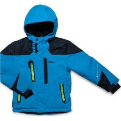 Kurtka narciarska w kolorze niebieskim. Niebieskie kurtki i płaszcze dla chłopców marki Peak Mountain. W wyprzedaży za 252.95 zł.