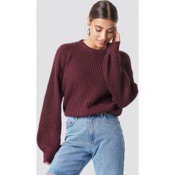 NA-KD Dzianinowy sweter z obniżonymi ramionami - Purple. Fioletowe swetry damskie NA-KD, z dzianiny. Za 121.95 zł.
