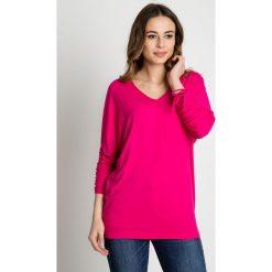 Amarantowa bluzka nietoperz BIALCON. Czerwone koszulki sportowe damskie BIALCON, z tkaniny, z klasycznym kołnierzykiem. Za 125.00 zł.