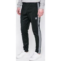 Adidas Originals - Spodnie Beckenbauer. Szare spodnie sportowe męskie adidas Originals, z bawełny. Za 279.90 zł.