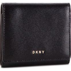 Mały Portfel Damski DKNY - Bryant Trifld Wallet R7413100 Blk/Gold BGD. Czarne portfele damskie DKNY, ze skóry. Za 379.00 zł.