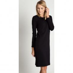 Dopasowana sukienka z długimi rękawami BIALCON. Czarne sukienki damskie BIALCON, z bawełny, biznesowe, z długim rękawem. Za 85.00 zł.