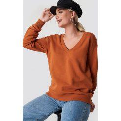 NA-KD Basic Bluza basic z dekoltem V - Orange,Copper. Pomarańczowe bluzy damskie NA-KD Basic. Za 100.95 zł.