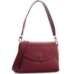 Torebka GUESS - HWVG68 53180 BUR. Czerwone torebki do ręki damskie Guess, ze skóry ekologicznej. Za 559.00 zł.