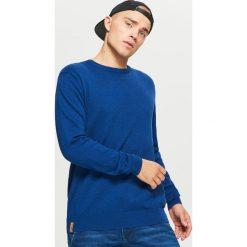 Gładki sweter BASIC - Niebieski. Niebieskie swetry przez głowę męskie Cropp. Za 69.99 zł.