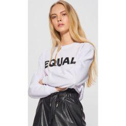 Bluza z kolekcji EQUAL - Biały. Białe bluzy damskie Cropp. Za 79.99 zł.
