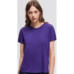 T-shirt basic - Fioletowy. Fioletowe t-shirty damskie Reserved. Za 29.99 zł.