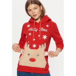 Świąteczna bluza z kapturem - Czerwony. Czerwone bluzy damskie Cropp. Za 119.99 zł.
