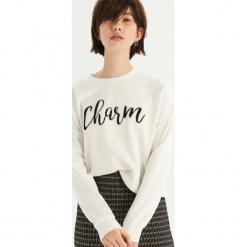 Bluza z połyskującym napisem - Kremowy. Białe bluzy damskie Sinsay, z napisami. Za 39.99 zł.