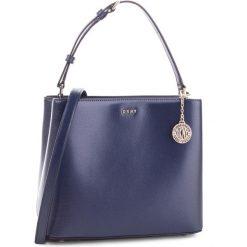 Torebka DKNY - R83J3619  Navy NVY. Niebieskie torebki do ręki damskie DKNY, ze skóry. Za 849.00 zł.