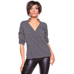 """Koszulka """"Grace"""" w kolorze czarno-białym. Bluzki damskie La Belle Française, w paski, z kopertowym dekoltem. W wyprzedaży za 130.95 zł."""