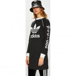 Adidas Originals - Sukienka. Czarne sukienki damskie adidas Originals, z nadrukiem, z bawełny, casualowe, z okrągłym kołnierzem. Za 249.90 zł.