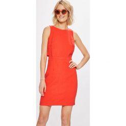 Answear - Sukienka Stripes Vibes. Sukienki damskie ANSWEAR, z materiału, casualowe, z okrągłym kołnierzem. W wyprzedaży za 89.90 zł.