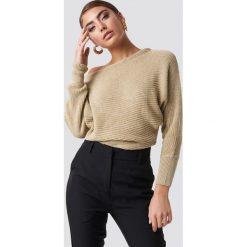 NA-KD Dzianinowy sweter z odkrytymi ramionami - Beige. Brązowe swetry damskie NA-KD, z bawełny. Za 121.95 zł.
