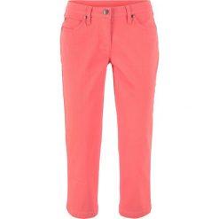Spodnie 3/4 z twillu ze stretchem w strukturalny wzór bonprix koralowy. Spodnie materiałowe damskie marki DOMYOS. Za 74.99 zł.
