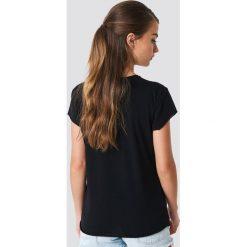NA-KD T-shirt Offline - Black. Czarne t-shirty damskie NA-KD, z nadrukiem, z okrągłym kołnierzem. Za 72.95 zł.