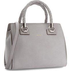 Torebka LIU JO - M Satchel Manhattan A68100 E0011 Frozen 63850. Szare torebki do ręki damskie Liu Jo, ze skóry ekologicznej. W wyprzedaży za 479.00 zł.