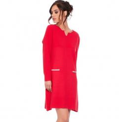 """Sukienka """"Maud"""" w kolorze czerwonym. Czerwone sukienki damskie Cosy Winter, ze splotem, z długim rękawem. W wyprzedaży za 181.95 zł."""