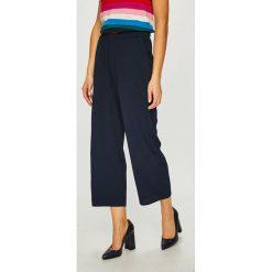 Noisy May - Spodnie Ivy. Szare spodnie materiałowe damskie Noisy may, z elastanu. Za 149.90 zł.
