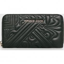 Versace Jeans - Portfel. Czarne portfele damskie Versace Jeans, z jeansu. W wyprzedaży za 259.90 zł.