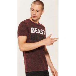 T-shirt z napisem - Czerwony. T-shirty damskie marki DOMYOS. W wyprzedaży za 29.99 zł.