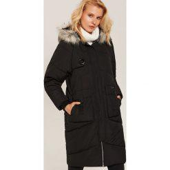 Pikowany płaszcz oversize - Czarny. Płaszcze damskie marki FOUGANZA. W wyprzedaży za 199.99 zł.
