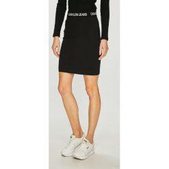 Calvin Klein Jeans - Spódnica. Szare spódnice damskie Calvin Klein Jeans, z dzianiny. Za 299.90 zł.