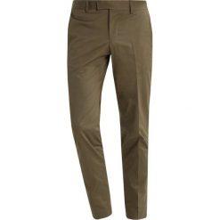 Tiger of Sweden GORDON Spodnie garniturowe military green. Eleganckie spodnie męskie marki House. W wyprzedaży za 503.20 zł.