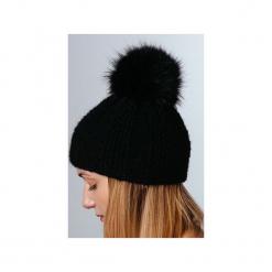 POMPOM - czapka z naturalnym futerkiem. Czarne czapki i kapelusze damskie Pompom. Za 195.00 zł.