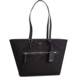Torebka DKNY - Kaden R81AE398  BSV-Black/Silver 46. Czarne torebki do ręki damskie DKNY, z materiału. Za 499.00 zł.
