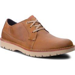 Półbuty CLARKS - Vargo Plain 261366767 Dark Tan Leather. Brązowe półbuty na co dzień męskie Clarks, z materiału. W wyprzedaży za 259.00 zł.