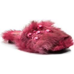 Klapki HEGO'S MILANO - 1039 Fur Fuxia. Czerwone klapki damskie Hego's Milano, z materiału. W wyprzedaży za 419.00 zł.